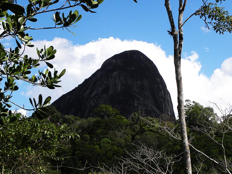 L'inselberg de la roche Koutou © Sophie Gonzalez